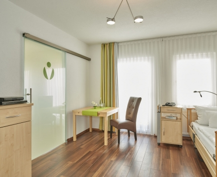 Einzelzimmer der Hallwang Clinic - Deutschland